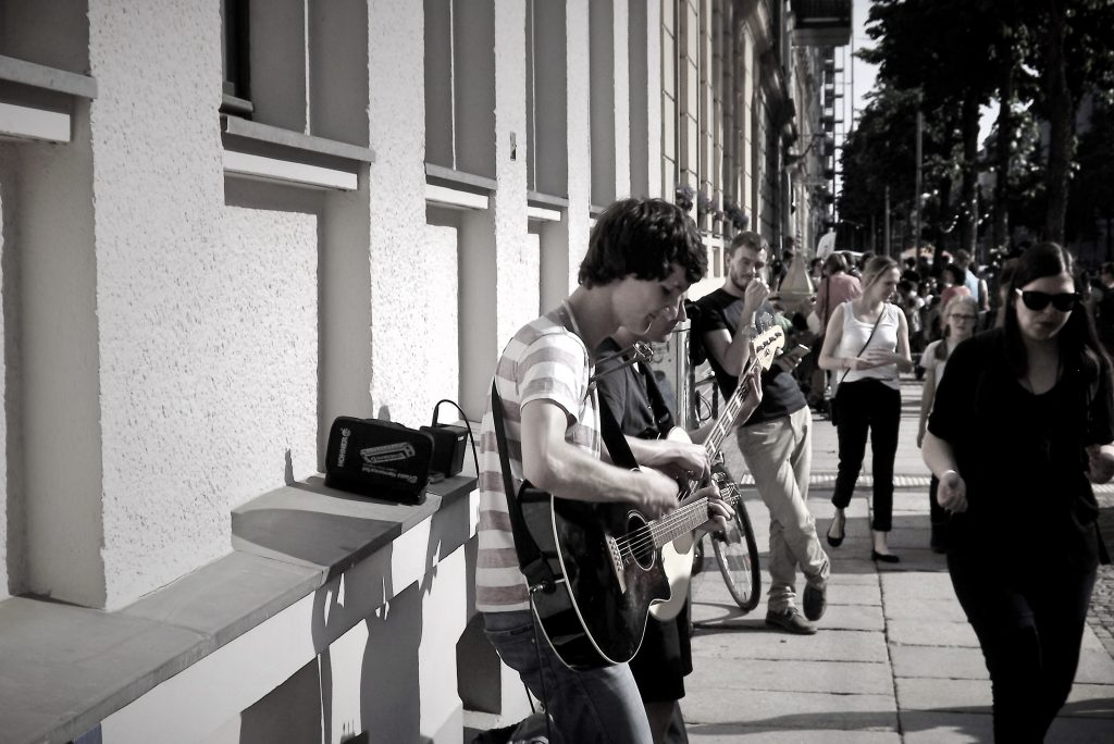 Auftrittsfoto der Singer-Songwriter-Band Strandheizung beim Könneritzstraßenfest Leipzig 2016. Foto: Strandheizung.