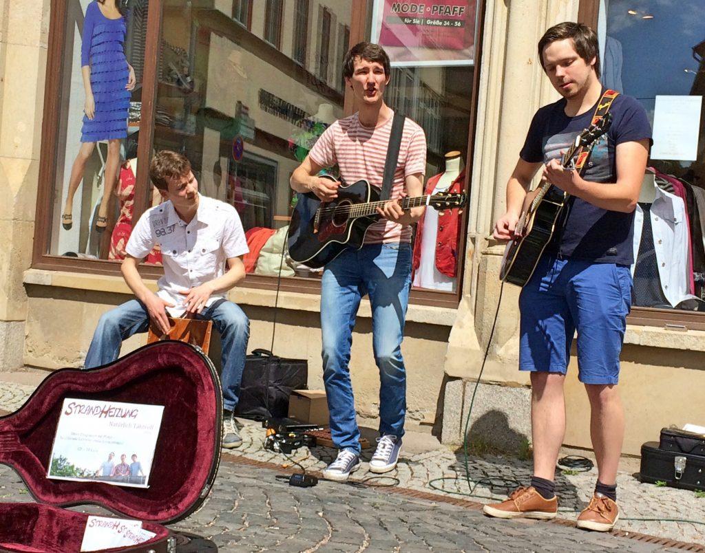 Auftrittsfoto der Singer-Songwriter-Band Strandheizung bei der Fete de la Musique Erfurt 2016. Foto: Strandheizung.