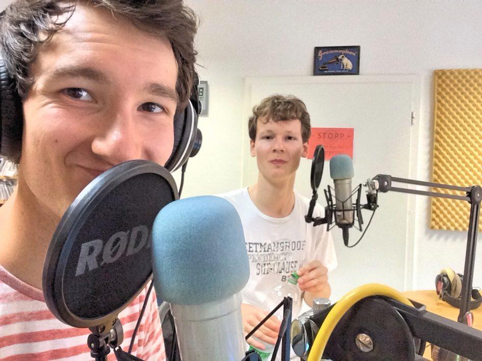 Foto der Singer-Songwriter-Band Strandheizung im Studio des NB.-Radiotreff 88,0 im Sommer 2016. Foto: Florian Eib.
