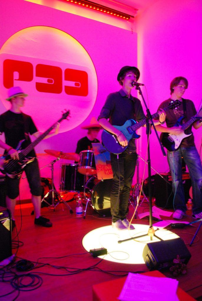 Die Singer-Songwriter-Band Strandheizung bei ihrem ersten Auftritt 2008 in Erfurt. Foto: Strandheizung.