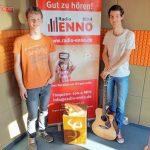 Foto der Singer-Songwriter-Band Strandheizung im Studio von Radio Enno Nordhausen im Juli 2017.