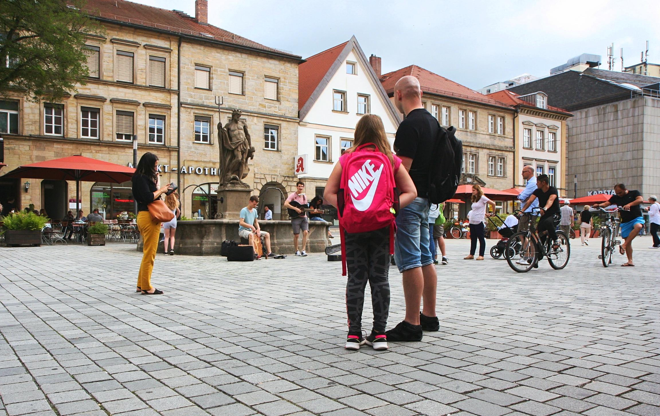 Foto der Singer-Songwriter-Band Strandheizung bei Straßenmusik in Bayreuth 2018.