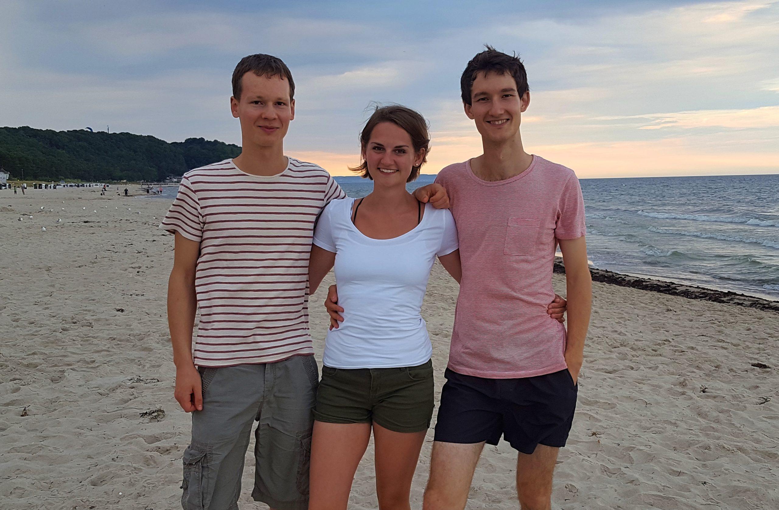 Foto der Singer-Songwriter-Band Strandheizung vom Strand in Baabe auf Rügen vom Juli 2018.