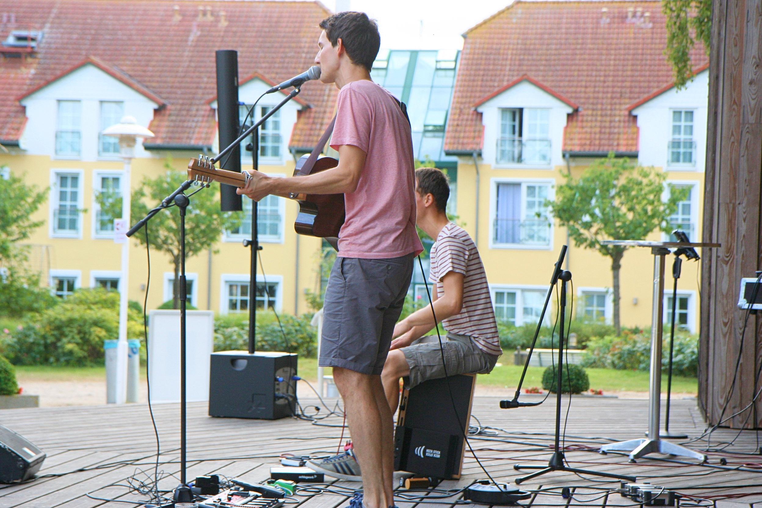 Auftrittsbild der Singer-Songwriter-Band Strandheizung vom Musiksommer Baabe 2018.