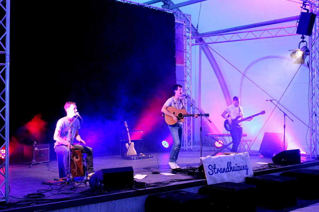 Auftrittsbild der Singer-Songwriter-Band Strandheizung vom Lichterfest Erfurt 2018.