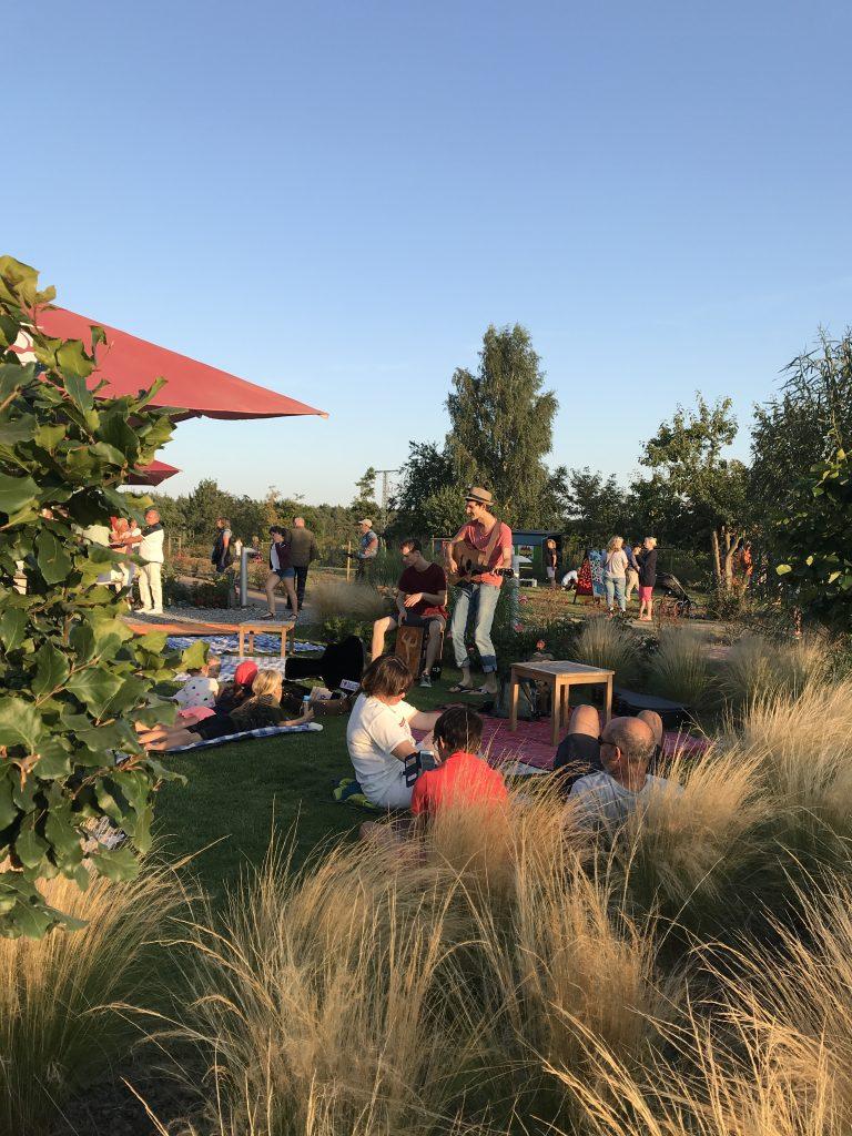 Auftrittsbild der Singer-Songwriter-Band Strandheizung beim Bollwerkfest Baabe 2019